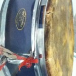 Snare drum with traditional drum skin